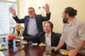 Llegan ejecutivos de promoción del turismo y lo primero que piden es comer salteñas