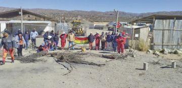 Trabajadores de Cartelone exigen pago de sueldos
