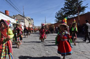 Mira el video de la entrada folklórica del Mercado Uyuni