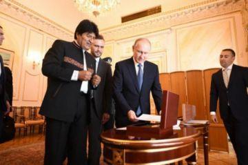Putin entregó a Evo un documento histórico escrito por Antonio José de Sucre
