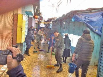 Muestran las imágenes de limpieza de mercados