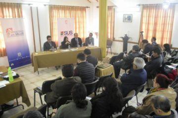 Médicos del país abandonan reunión con Gobierno en La Paz