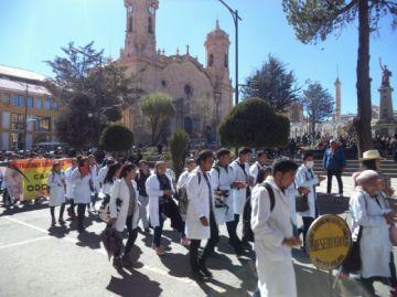 Video: Médicos en Potosí marchan y piden mejoras en salud