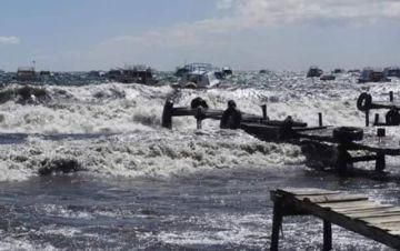 Las olas en el Titicaca  llegaron a dos metros de  altura por intensos vientos