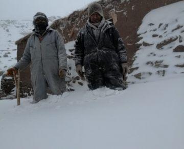 Rescatan a ancianos que estaban aislados por nieve en el sudoeste