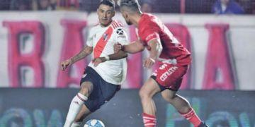 River Plate empata con Argentinos gracias a un tanto del colombiano Carrascal