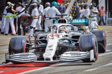 """Hamilton logra la """"pole"""" en Alemania"""