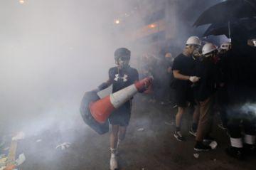 Otra marcha en Hong Kong enfrenta a manifestantes y Policía