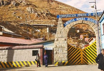 Dos mineros fueron atrapados por derrumbe y uno de ellos falleció