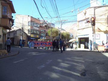 Bloqueos de calles comienzan más temprano en segundo día de paro cívico