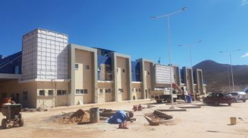 Buscan fijar fecha de entrega definitiva de hospitales de Ocurí y Llallagua