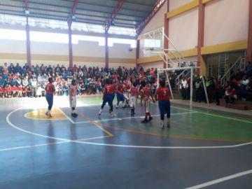 Potosí y Tupiza juegan la final de básquet en el Coliseo Las Delicias