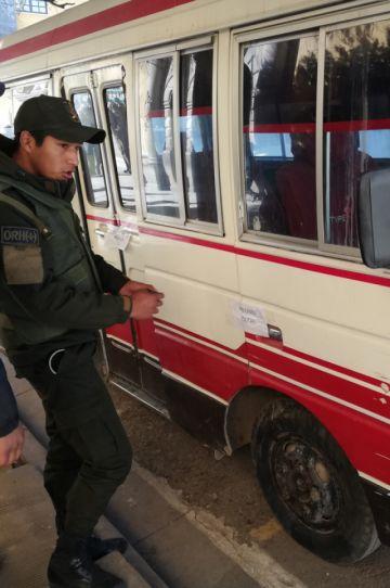 Felcc recupera microbús que fue robado y empeñado
