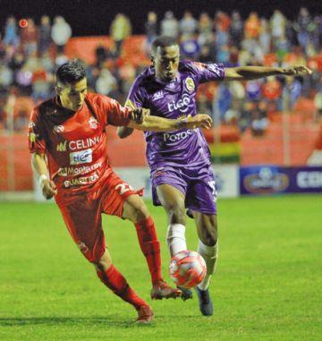 Real logró su primera victoria del Clausura
