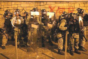 La Policía vuelve a reprimir en Hong Kong