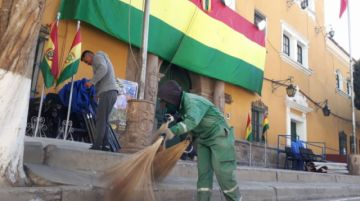 Desfile cívico dejó 1.5 toneladas de basura en Potosí