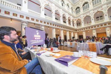 Gobierno y medios firman pacto contra la violencia a mujeres