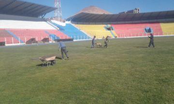 Sedede repara el gramado verde del Víctor Agustín Ugarte
