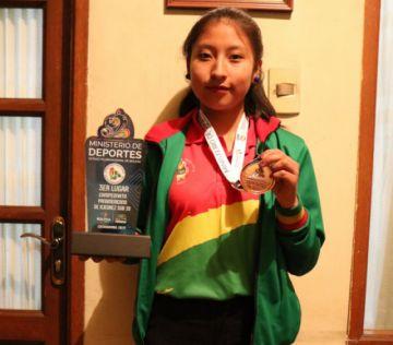 Ana Paula Condori se convierte en la primera ajedrecista potosina con el título de maestra FIDE