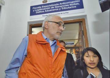 Carlos Mesa insiste en que no responderá por cobro de dinero en 2002