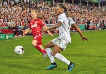 Bayern vence a un combativo Cottbus