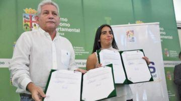 Gabriela Montaño firma el SUS con el gobernador Rubén Costas