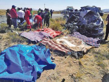Un chofer ebrio choca y deja a 11 pasajeros muertos en vía a Potosí