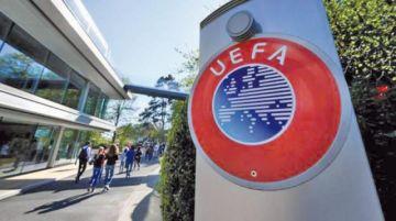 La UEFA sanciona a dos clubes por actos racistas de aficionados