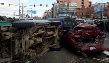 Tres colisiones en El Alto y La Paz dejan una persona muerta y 27 heridos