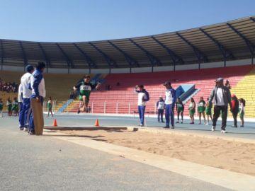 Atletas compiten en pruebas en los pluris de Educación Especial