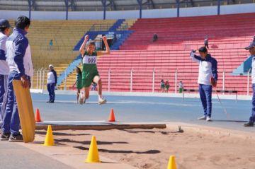 Deportistas compiten en atletismo en los Plurinacionales de Educación Especial