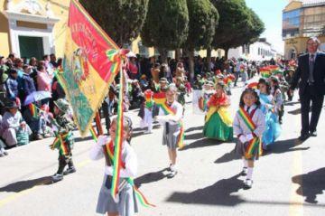 Adelantan actos cívicos del Día de la Bandera en el Departamento