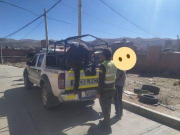 Policía encuentra a menores consumiendo alcohol en terreno baldío