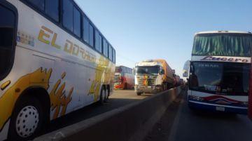 Vecinos del distrito 8 impiden ingreso a La Paz por El Alto (galería de fotos y video)