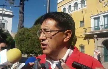 Anuncian denuncia por discriminación al ministro de Obras Públicas