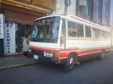 Bus de delegación de Llallagua de los pluris es engrapado por la Policía