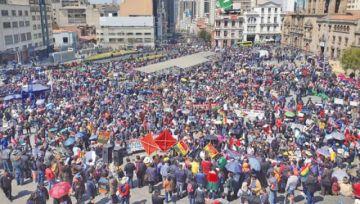 Una multitudinaria marcha respalda la gestión de Luis Revilla en La Paz