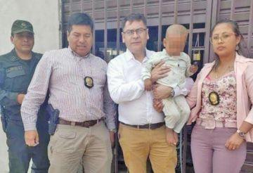 Rescatan a una niña que fue raptada, le habían modificado la apariencia