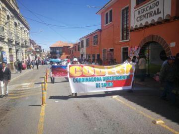 Médicos de Potosí se movilizan por las calles y mantienen su huelga indefinida