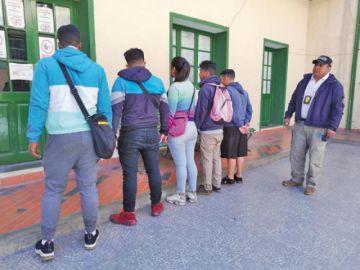 Venezolanos obligaban a las personas a comprar sus billetes