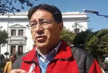 Oposición cuestiona que funcionarios dejen sus oficinas para su campaña