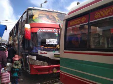 Hay largas filas de buses para ir a La Puerta