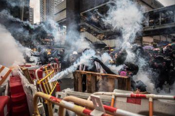 Hong Kong otra jornada de protesta con cañones de agua y gas