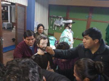 Cambian la ropa a San Bartolomé
