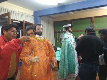 Vea cómo les cambiaron la ropa a los santos Bartolomé