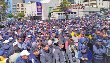 Choferes piden al Gobierno auditar al Pumakatari