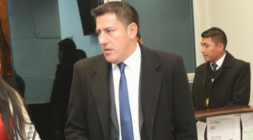 "Zavaleta critica a ""tipejos"" que usan incendio para campaña y anuncia ""sacada de mugre"""