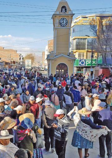 Toman el edificio edil de Uyuni pidiendo renuncia de concejales