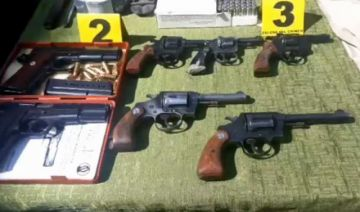 Capturan a dos sujetos y secuestran armas de fuego en El Alto