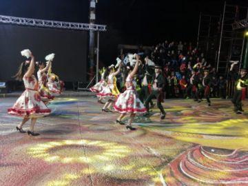 Danzas internacionales muestran color y arte